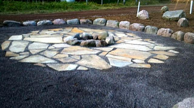 Firepit with Mesquite flagstone and traprock 2