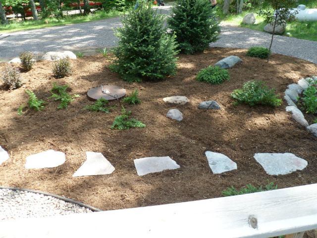 Flagstone Pathway with Mulch