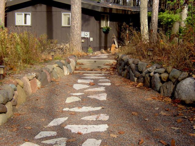flagstone pea gravel walkway 2