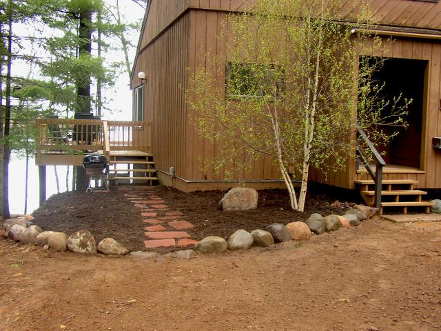 Colorado Red Flagstone Walkway with Chocolate Mulch